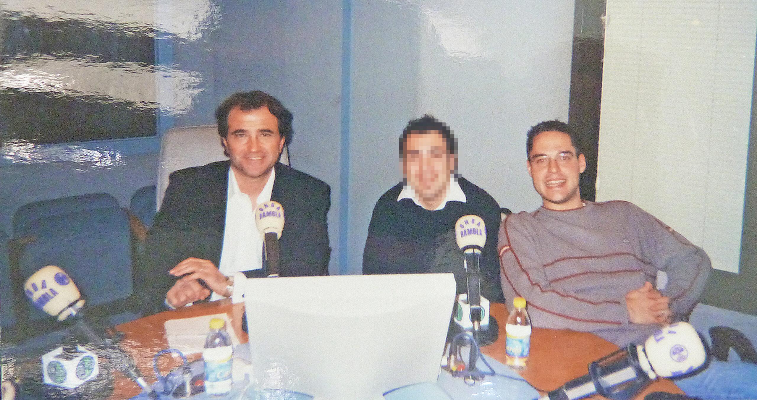 ivan jimenez con compañeros de la Radio donde trabajó