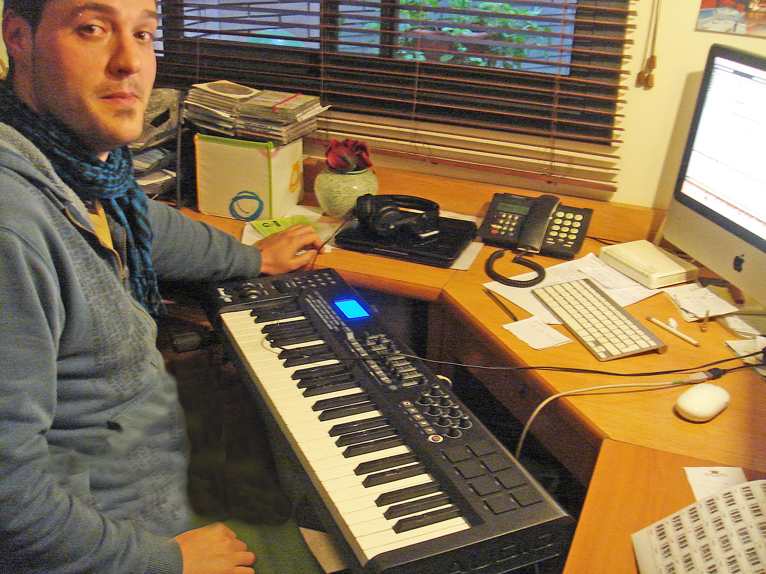 ivan jimenez en sus inicios en la producción musical en casa